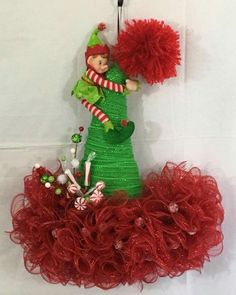 50 Fancy Christmas Hat Ideas That Trending In 2019 Christmas Decorations For Kids, Christmas Crafts For Kids To Make, Christmas Centerpieces, Xmas Crafts, Christmas Projects, Mesh Christmas Tree, Christmas Hat, Holiday Wreaths, Holiday Decor