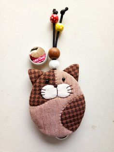 Cat Crafts, Sewing Crafts, Key Bag, Key Covers, Cat Quilt, Coin Bag, Cat Pattern, Quilted Bag, Sewing Projects For Beginners