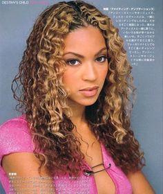 Beyonce Blonde, Beyonce Style, Beyonce Curly Hair, Shakira Hair, Beautiful Black Women, Beautiful People, Queen Bee Beyonce, Beyonce Makeup, Curly Hair Styles