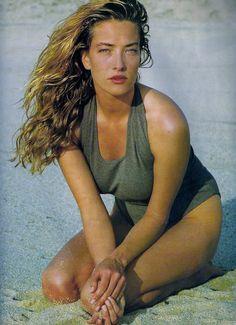 Tatjana Patitz, by Gilles Bensimon. Elle France, March 1989