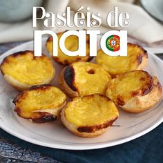 Go all the way to Portugal to have these sweets little egg tarts, flavored with lemon and cinnamon. - Recipe Dessert : Pasteis de nata, little portuguese egg. Egg Tarts Recipe Easy, Easy Tart Recipes, Sweet Recipes, Dessert Recipes, Cooking Recipes, Flaky Egg Tart Recipe, Gourmet Desserts, Plated Desserts, Portuguese Custard Tart Recipe