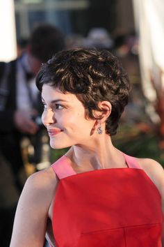 I love her hair x 1 million: Audrey Tautou Cannes Double Shot Short Wavy Hair, Curly Hair Cuts, Curly Hair Styles, Audrey Tautou, Curly Pixie Haircuts, Hairstyles Haircuts, Curly Bob, Hair Styles 2016, Great Hair