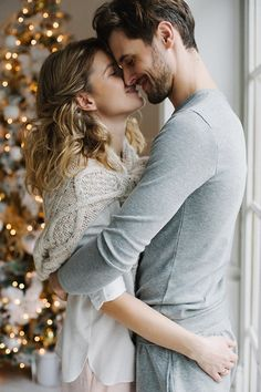 Photography Poses Couples Intimate 33 Ideas For 2019 Romantic Pictures, Cute Couple Pictures, Cute Couples Goals, Couple Goals, Couple Posing, Couple Shoot, New Year Photoshoot, Couple Photography Poses, Intimate Photography