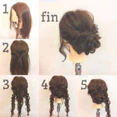 . 簡単hairarrange♪ . 1.横を分ける . 2.反対の横も後ろで結びくるりんぱする . 3.下を3つに分け三つ編みにする . 4.真ん中の三つ編みを丸めて留める . 5.残った三つ編みを4で作ったとこに下から巻きつけて留める(最初は左右どちらでも大丈夫です) . fin.あとは全体を軽くほぐしてお好みでヘアアクセなどをつけてもかわいいです♪ . ちょっとしたお出掛けや結婚式のお呼ばれなど対応できます♪