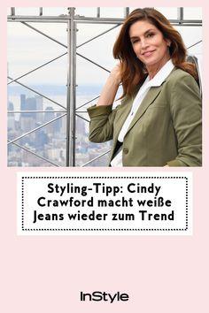 Weiße Jeans-Trends sind im Frühling super angesagt. Auch Supermodel Cindy Crawford schwört auf die helle Denim und stylt sie so. #instyle #instylegermany #trend #jeans #styling Cindy Crawford, Jeans Trend, Overall, Denim Jeans, Trends, Models, Style, Fashion, White Jeans