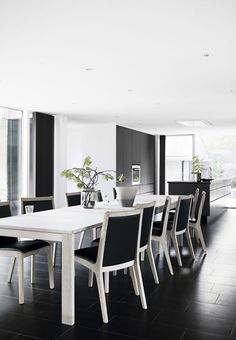 Nordic dining room in the kitchen with bright wooden furniture and green branches from the garden. Interior Room Decoration, Rooms Home Decor, Room Interior, Dining Room Lighting, Dining Room Sets, House Extensions, Wooden Furniture, Table, Plads