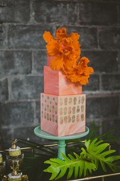 marbled pink orange hibiscus cake with gold pineapple wallpaper inspired pattern at a Dumbo Brooklyn wedding marbled pink orange hibiscus cake with gold pineapple wallpaper inspired pattern at a Dumbo Brooklyn wedding Traditional Wedding Cake, Traditional Cakes, Fall Wedding Cakes, Wedding Cake Designs, Pretty Cakes, Beautiful Cakes, Amazing Cakes, Gold Pineapple Wallpaper, Pink Wallpaper