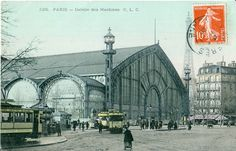 """Pavilion of Machines (La Galerie des Machines), an exhibition hall constructed for the Exposition universelle de Paris in 1889 by Charles-Louis Ferdinand Dutert. It was demolished in Note the """"new"""" Eiffel Tower in the background. Paris 1900, Old Paris, Vintage Paris, Paris France, Tour Eiffel, Ferdinand, Earth Poster, Centenario, Photos Voyages"""