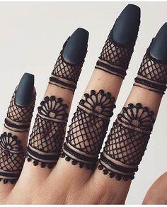 Simple Mehndi Designs Fingers, Very Simple Mehndi Designs, Mehndi Designs Front Hand, Pretty Henna Designs, Henna Tattoo Designs Simple, Finger Henna Designs, Mehndi Designs Book, Mehndi Design Pictures, Modern Mehndi Designs