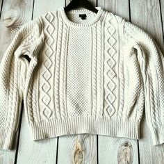J Crew Lrg Sweater 100% Cotton White Gorgeous oversized fit J Crew Sweater 100% Cotton Large Super soft knit Warm and wonderful! Awesome condition J. Crew Sweaters Crew & Scoop Necks