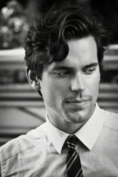 Mr Matt Bomer - Those eyes and smile. *Dreamy sigh* My perfect Christian Grey Haircuts For Wavy Hair, Wavy Hair Men, Trendy Haircuts, Haircuts For Men, Haircut Men, Pixie Haircuts, Thick Hair, Matt Bomer White Collar, Christian Grey