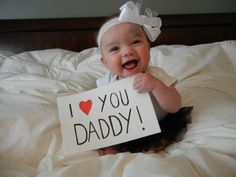 """""""I love you Daddy!"""" What a wonderful Father's Day photo. … """"I love you Daddy!"""" What a wonderful Father's Day photo. Fathers Day Photo, First Fathers Day Gifts, Fathers Day Crafts, Daddy Gifts, Valentine Day Crafts, First Valentines Day Baby, Fathers Day Ideas For Husband, Fathers Day Pictures, Photo St Valentin"""