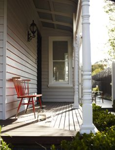 Modern Victorian Homes in Clean Line for Neat Look: Traditional Porch Design At Modern Villa With Wooden Outdoor Bench With Wooden Deck Floo. Traditional Porch, Traditional Interior, Boutique Design, A Boutique, Modern Victorian Homes, Garden Design, House Design, Home Porch, Wooden Decks