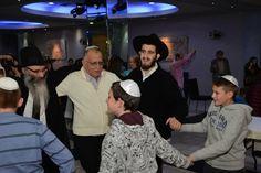 Торжественное празднование бар-мицвы и бат-мицвы прошло в Хайфе 23 декабря 2015 г. Около полсотни детей и родителей посетили мероприятие, которое провел Шауль Давид Бурштейн.  #бар  #бат #мицва  #хабад #хайфа #израиль