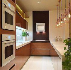 150 cozinhas planejadas pequenas e modernas para se apaixonar Kitchen Interior, Kitchen Decor, Interior Desing, Decoration, Home And Living, Kitchen Cabinets, Home Appliances, House, Design