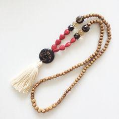 Quaste Halskette - Beige tassel - schwarz / rot bead - langer Quaste Halskette - Holzperlen - 1 Stück