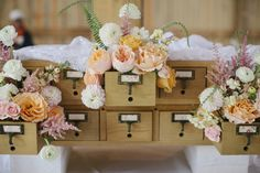 card catalog florals | Leslie Hollingsworth #wedding