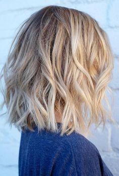 Le carré blond porté wavy Plus