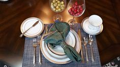 For formal settings, the napkin can also be placed on the dinner plate, either folded or within a napkin ring.