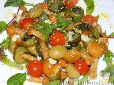 Фото приготовления рецепта: Салат с маринованными опятами - шаг №9