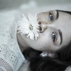 Julia 🌸 @united.for.models #agataserge #portret #portrait #flower #colourportrait #white #earth_portraits #portraitmode #portraitsnyc #portraitphotography #portraiture #portrait_vision #mood