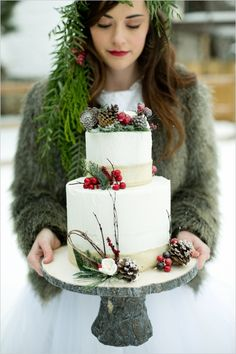 11 Lovely Winter Wedding Cakes for Your Winter Wonderland Wedding Winter Torte, Winter Cakes, Christmas Wedding Cakes, Winter Wedding Cakes, Holiday Wedding Decor, Wedding Decoration, Wedding Cake Rustic, Rustic Cake, Winter Wonderland Wedding