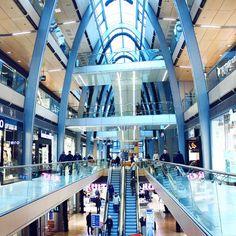Unser schönes Einkaufscenter Europa Passage in Hamburg! #EuropaPassage #Hamburg #shoppingcenter #shopping #ballindamm #alster #jungfernstieg #interior #architecture