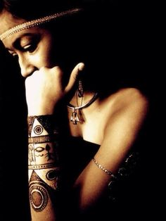 This is my Egytpian Goddess Tatum... Please vote for our photo for round 5 of the big henna contest...