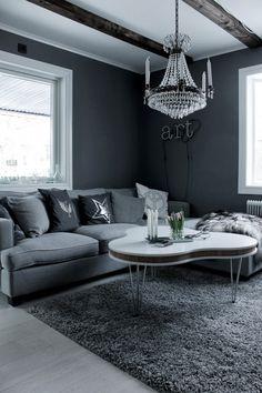 soffa westham, mio möbler, neonbokstäver, art, taklampa vardagsrum, kristallkrona, grå matta em möbler, treklöver soffbord, vitt bord, vit parkett, tarkett, grå soffa,
