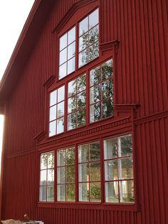 n o r r f r i d: Livsnjutarresan: Kafferep hos Sussi Scandinavian Architecture, Red Cottage, House Doors, Modern Kitchen Design, Future House, Exterior, House Styles, Diy Wood, Wood Carving