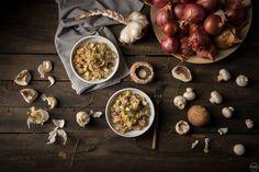 Πανεύκολο ριζότο με μανιτάρια, θυμάρι και χαλλούμι (VIDEO) Salads, Stuffed Mushrooms, Rice, Vegetables, Cooking, Food, Drinks, Stuff Mushrooms, Drinking
