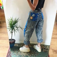Brand new design and super limited edition! 🌛🌞✨ Insane reworked vintage high waisted mom jeans in a thick light blue stone wash denim ✨ incredible vintage. Diy Clothing, Custom Clothes, Indie Outfits, Cute Outfits, High Waisted Mom Jeans, Aesthetic Fashion, Style Fashion, Painted Clothes, Skirt Pants