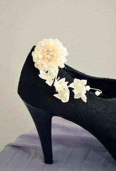 Blossoms shoe clip