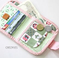 Small bifold wallet quilted wallet womens wallet vegan Cash Wallet, Credit Card Wallet, Kawaii Crafts, Sewing Notions, Gifts For Girls, Wallets For Women, Purses And Handbags, Little Girls, Diy Projects