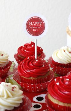 @KatieSheaDesign ♡❤ Valentine's Day #Cupcakes ❥ Red Valentine's Day Cupcakes