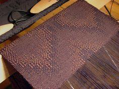 woven by plainweave (Elisabeth Hill) | draft from A Weaver's Book of 8-shaft Patterns | sample | 8/2 wool pattern, 24/2 tabby,10/2 linen warp