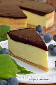 Najdelikatniejszy, wprost piankowy sernik! Pięknie się kroi. Sweet Recipes, Cake Recipes, Dessert Recipes, Sandwich Cake, Polish Recipes, Chocolate Cheesecake, How Sweet Eats, Just Desserts, Food To Make