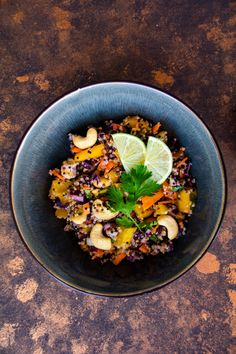 Thai Quinoa Salat für die warmen Tage - babyrockmyday.com Salad Recipes, Healthy Recipes, Healthy Food, Quinoa Salad, Allrecipes, Acai Bowl, Salads, Breakfast, Ethnic Recipes