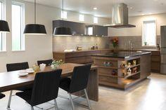 オーダーキッチン/L型キッチン/木目/飾り棚/オープンシェルフ