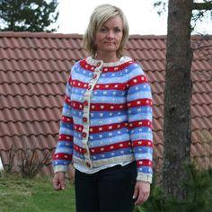 Gratis strikkeoppskrift på kort jakke