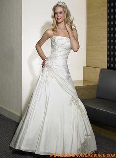 Robe princesse évasée broderie et applique fleur robe de mariée