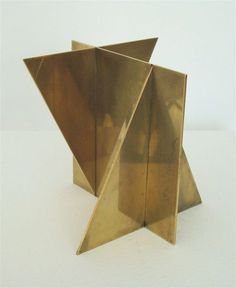 Brass sculpture- would make a great table base Geometric Sculpture, Art Sculpture, Abstract Sculpture, Sculptures, Deco Design, Design Design, Interior Design, Metal Art, Geometry