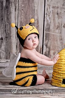 Bumble Bee Suit-Newborn to 11 yrs (Bug Suit) By Boomer Beanies - Free Crochet Pattern - (ravelry) Crochet Baby Props, Crochet Baby Costumes, Crochet Photo Props, Crochet Baby Cocoon, Crochet Baby Clothes, Newborn Crochet, Knitted Baby, Baby Bee Costume, Crochet Gifts