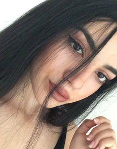 Look de maquillage : gazouillement cabelo preto, cabelo liso, ideias pra fo Girl Pictures, Girl Photos, Tumblr Selfies, Fake Girls, Selfie Poses, Selfie Ideas, Insta Photo Ideas, Tumblr Girls, Aesthetic Girl