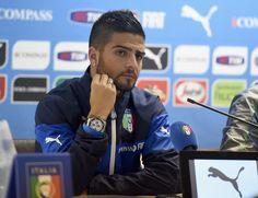 Lorenzo Insigne lascia il ritiro azzurro.L'abbandono del giocatore del Napoli crea non pochi problemi al CT Conte in vista dei match di qualificazione