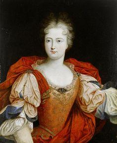 """10- Portrait of a lady, said to be Louise-Francoise de Bourbon, Mademoiselle de Nantes in pink embroidered costume and a red embroidered mantle par Pierre Gobert- § LOUISE-FRANCOISE DE BOURBON: Elle était devenue très proche de son demi-frère, le Grand-Dauphin, et régnait sur le château de Meudon: elle espérait beaucoup du futur règne de """"Monseigneur"""", mais celui-ci mourut en 1711, ruinant tous ses espoirs. Belle, libre, provocante, elle est redoutée pour son esprit mordant, et anime la vie…"""