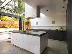 Flat Concrete for Kitchen Worktop: 25 Modern Ideas Luxury Kitchen Design, Interior Design Kitchen, Kitchen Designs, Kitchen Themes, Kitchen Sets, Kitchen Peninsula, Kitchen Island, Kitchen Dinning, Kitchen Worktop