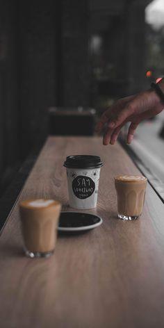 coffee wallpaper h o l l a Coffee Shot, Coffee Cafe, Coffee Break, Coffee Drinks, Coffee Shop Photography, Food Photography, Aesthetic Coffee, Coffee Pictures, Coffee Is Life
