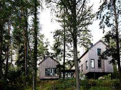 Moderni Puutalo Turussa Organic Architecture, Residential Architecture, Architecture Design, Small Summer House, Arched Cabin, Wooden Facade, Pole Barn Homes, Interior Photo, River House