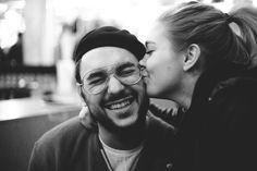 Mit diesen 36 Fragen sollt ihr euch in jeden Menschen verlieben können. Hat der amerikanische Wissenschaftler Arthur Aron die Formel zum Verlieben gefunden?